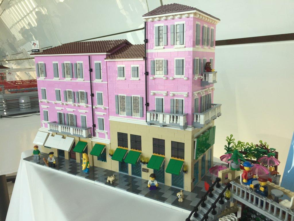 Monza, l'edificio del bar Moderno