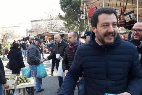 Matteo Salvini a Monza al mercato di San Rocco