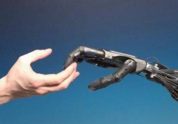 mano-robotica-italiana-360x250.jpg