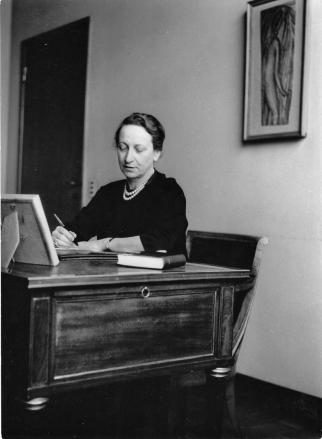 Fernanda Wittgens nel suo ufficio a Brera, 1955 circa