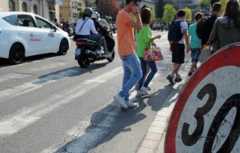 CroppedImage720439-strade-piu-sicure-per-i-bambini-auto-a-trenta-allora-davanti-a-scuola-e117fd54-219c-11e6-bb73-e3b5d7f1c933-998-397-original-346x220.jpg