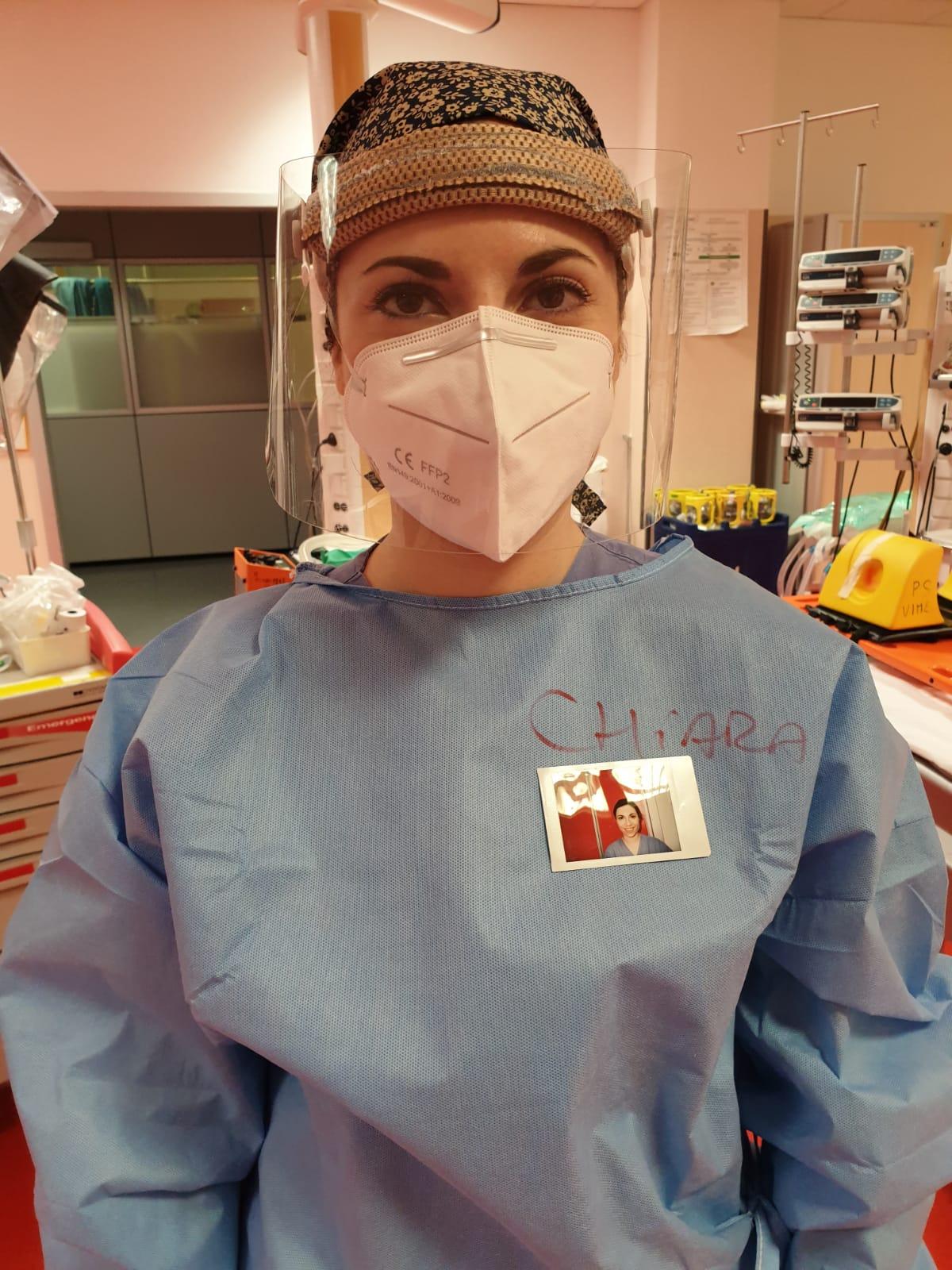 Covid: sopra il camice la foto del medico - Monza in Diretta