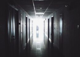 hallway-867226_640-260x188.jpg
