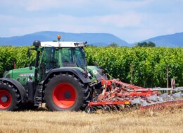 tractor-5414037_1280-260x188.jpg
