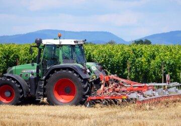 tractor-5414037_1280-360x250.jpg